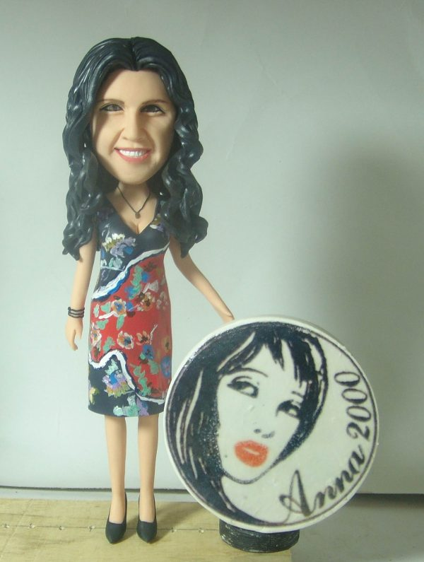 statuina-personalizzata-femminile-parrucchiera-logo